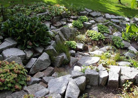 steingarten am abhang nicht besonders sch 246 n gestaltet