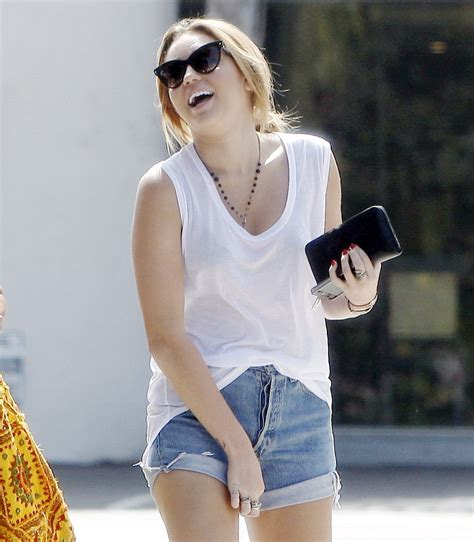 miley cyrus bathtub pic miley shops at bed bath and beyond september 26 2011