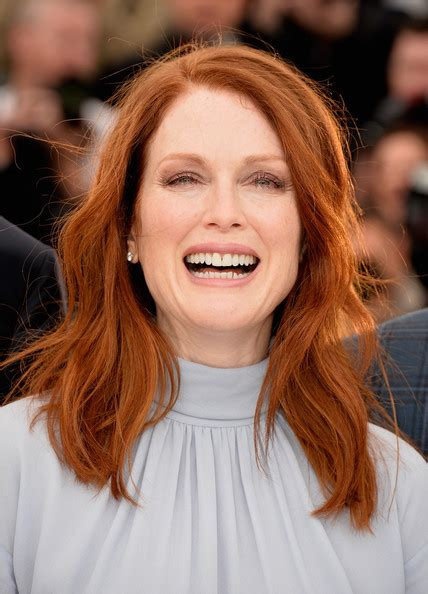 what color is julianne moore s hair julianne moore medium wavy cut shoulder length