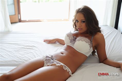 naked girl in bed hotty stop emma frain in bed