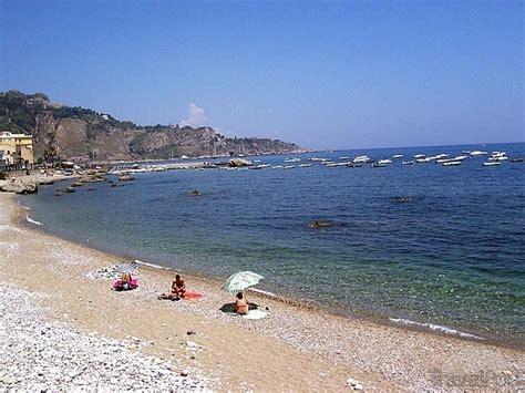 spiaggia giardini naxos giardini naxos guardia costiera rafforzati controlli in