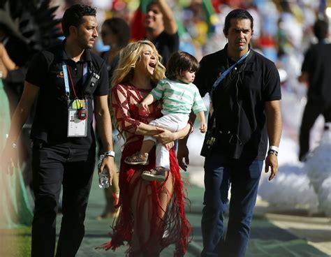 shakira clausura del mundial 2014 brasil lalala youtube shakira y piqu 233 llevaron su beb 233 a la final del mundial