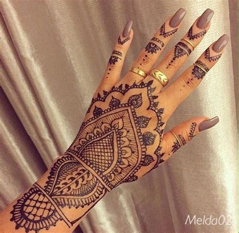 henna hand finger tattoo 25 best ideas about henna tattoos on
