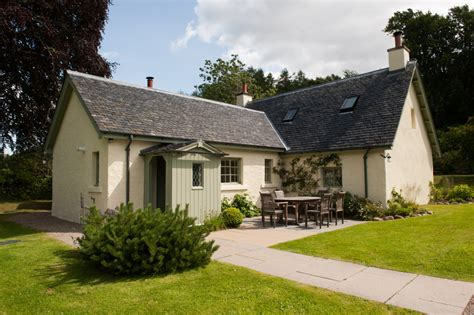 Cottage Loch Ness by Scottish Luxury Cottages Aldourie Castle Estate