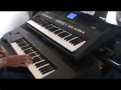 Keyboard Roland E500 andyb50 plays the songs barry manilow on the psr 650 roland e500