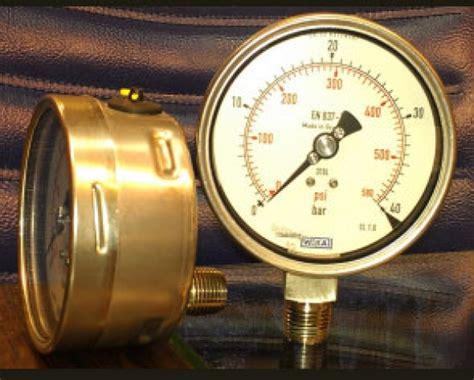 Wika Pressure 232 50 100 Range 600 Bar 2nd Scale Psi 崧綷 wika 232 50 100 0 600 connection bottom npt 1 2 綷