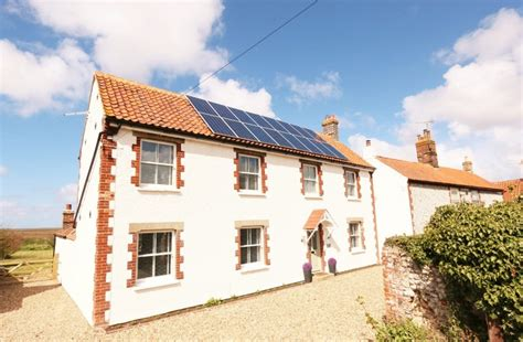 blakeney cottages up the creek self catering blakeney cottage