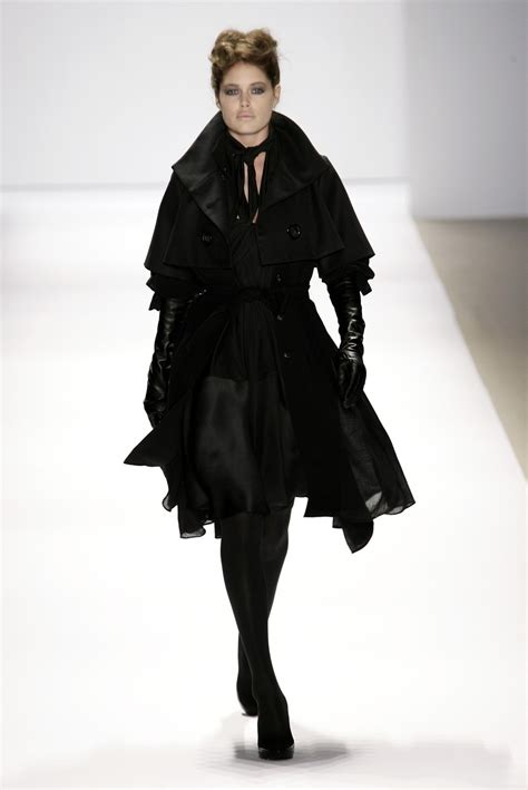 New York Fashion Week Coverage Fall 2007 Carolina Herrera by Doo Ri Fall 2007 Runway Pictures Livingly