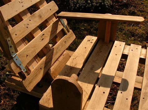 canapé en palette plan chaise longue et palettes recyclees