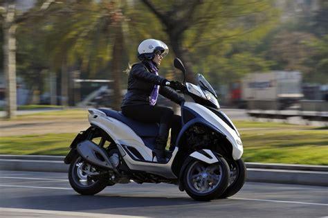 motos scooter de tres ruedas  carnet de coche