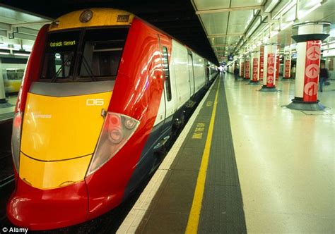 thameslink to gatwick gatwick express says halving services will fix britain s