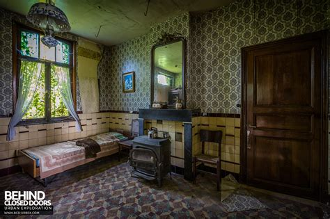 Living Room Cafe Brussels Maison Gustaaf Abandoned House Belgium 187 Urbex