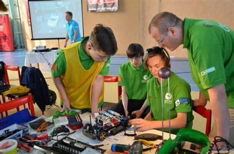 Toyota School For Mechanics Toyota Challenges High School Students To Build Fuel Cell Cars