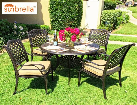 5 Piece Round Outdoor Dining Set.Retail Price. White