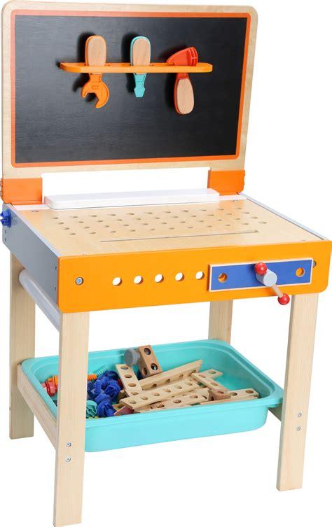 werkstatt papierrolle werkbank mit maltisch in der werkstatt rollenspielzeug