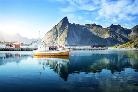 motorboot norwegen fotos lofoten norwegen meer gebirge motorboot haus st 228 dte