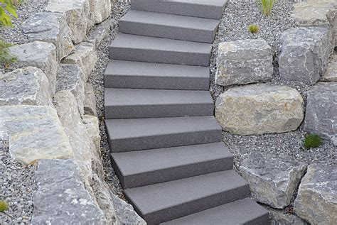 treppe eingang betonstein stufen blockstufen und stufenplatten