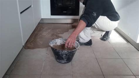 stuccare pavimento come stuccare un pavimento in gres
