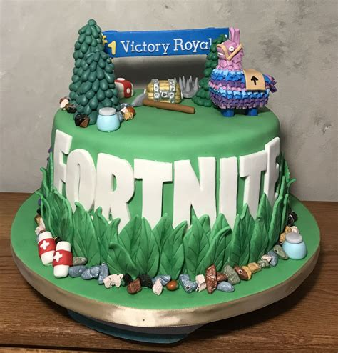 fortnite birthday cake fortnite cake cakes by carrie birthday