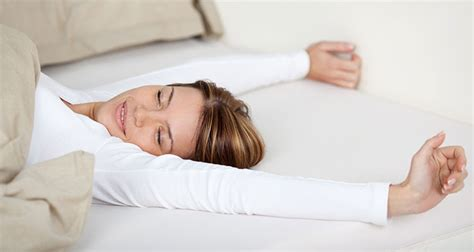 Sleep Without Pillow why you should be sleeping without a pillow and how to do it