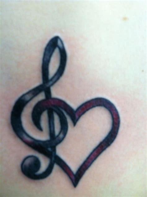 jolie musique et forme de coeur 32 tatouages de poignet