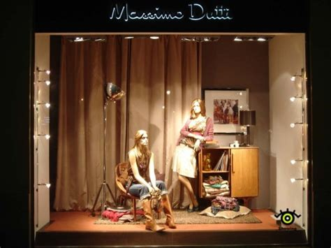 lighting ideas for the display window clothing window display design zonlicht led dimmable lighting solutions