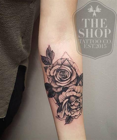 tattoos de rosas tatuajes de rosas significados estilos mejores zonas