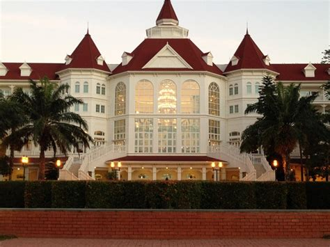 Disneyland Hotel Number Of Floors - hong kong disneyland an introduction to all that s