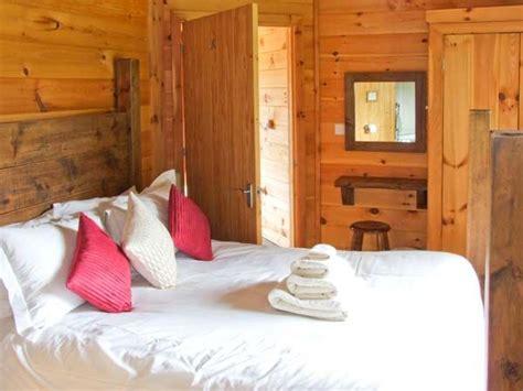 peak bedrooms waterside lodge peak district bedroom main