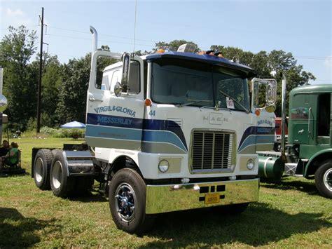 mack trucks mack quot f quot model truck pictures big trucks mack