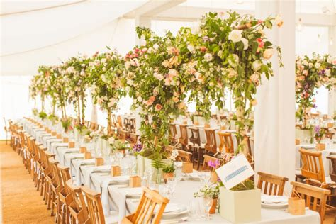 hochzeits thema hot new wedding reception trends pantone s colour of the year greenery wedding trend the
