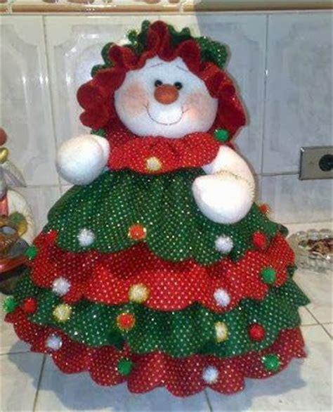 apreciamos un rbol de navidad hecho de nieve en su inferior con un peque 241 o detalle de navidad moldes mu 241 eca de nieve