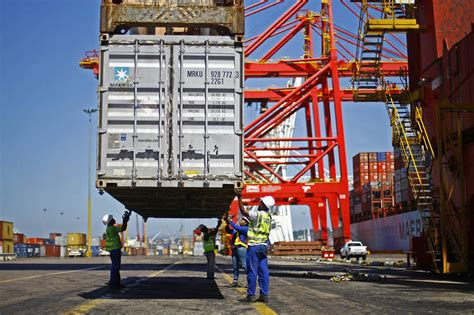 expeditors reports revenue drop  asian shipping slows wsj