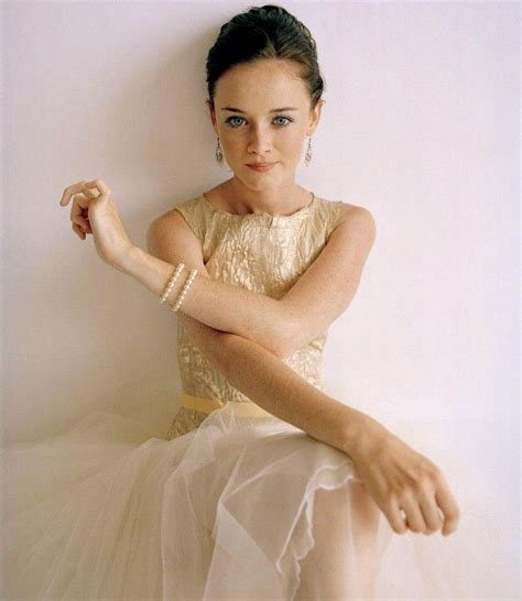 Adorable Alexis Bledel Wedding Dress   Cherry Marry