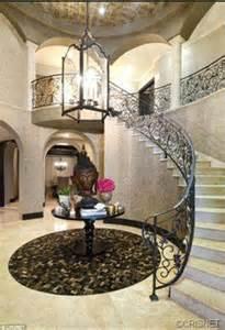 Khloe Kardashian Home Interior kaley cuoco and ryan sweeting had moved into khloe and