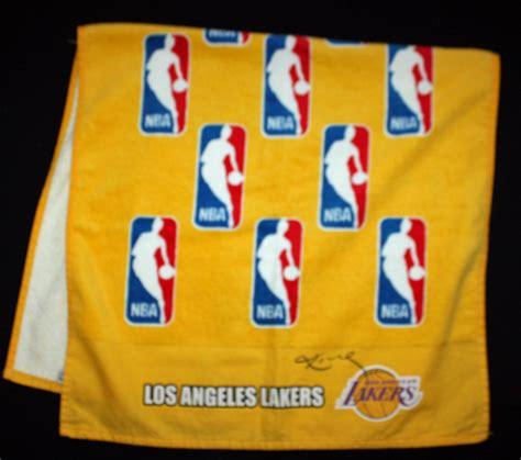lakers bench lot detail kobe bryant game used signed lakers bench towel dc sports