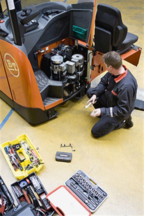 Forklift Technician by Forklift Forklift Zone