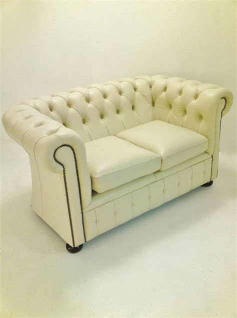 difference between and sofa the difference between chesterfield sofa settee