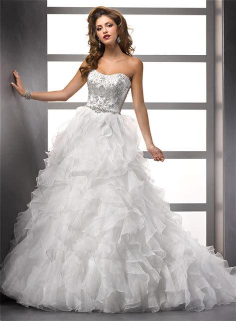 luxurious ball gown strapless organza ruffle wedding dress