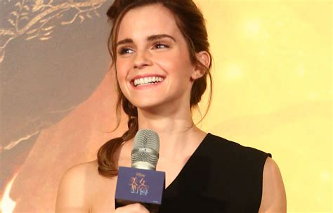 emma watson interview emma watson stops an interview mid sentence for an awesome