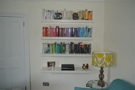 wall shelves for books mo theach look book colour co ordinated shelves