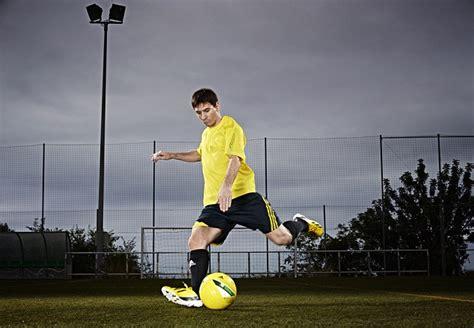 Sepatu Bola Lionel Messi Intel Preview Lionel Messi Punya Sepatu Bola Adidas Terbaru