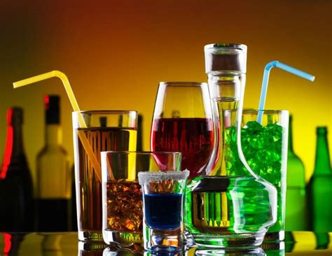 alcoholic drinks at a bar alkohol den lovlige stimulans naturli