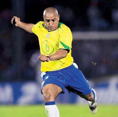 Soccerwe Brazil 2002 Roberto Carlos Brazil Masters Arrive In Kolkata Sans Roberto Carlos
