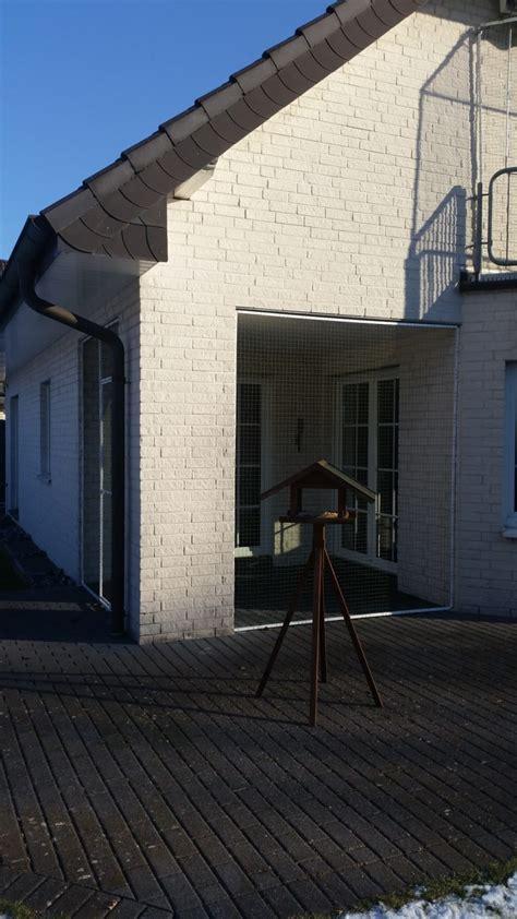 terrasse katzensicher balkon und terrasse mit katzennetz system abgesichert