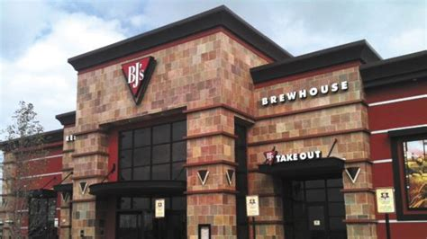 bj brew house easton gateway adding 13 new stores and restaurants including fusian bj s brewhouse