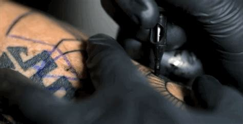 tattoo pen in slow motion oddly soothing gifs shows what tattooing is like in slow