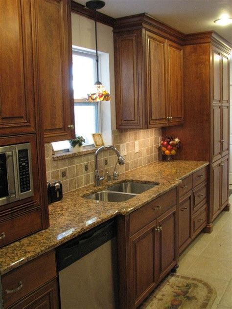 galley kitchen cabinets 12 best kitchens with oak cabinets images on pinterest