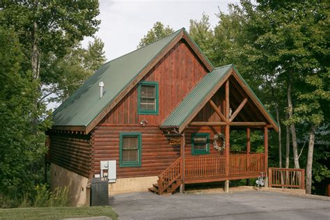2 bedroom cabins in pigeon forge pigeon forge cabin cozy bear cabin 2 bedroom sleeps