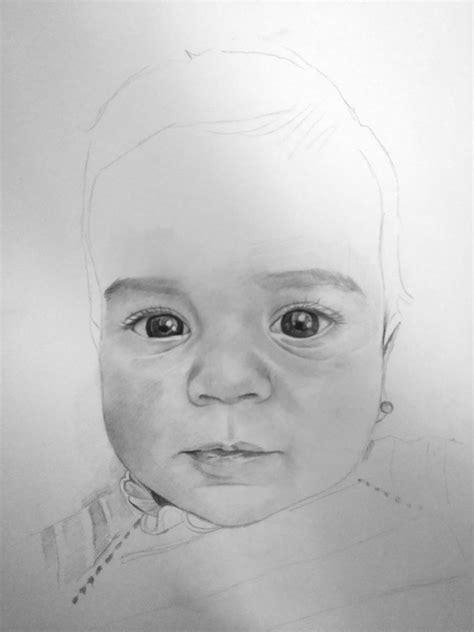 Proceso de dibujo de un retrato de bebé